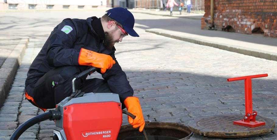 Устранение засоров труб на городских объектах в СПб от Трубовар